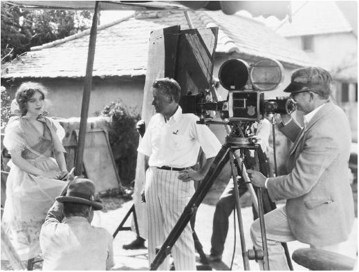 Fred Niblo (center) with Lillian Gish on the set of The Enemy