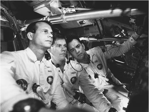 Kevin Bacon (center), with Bill Paxton (left) and Tom Hanks in Apollo 13