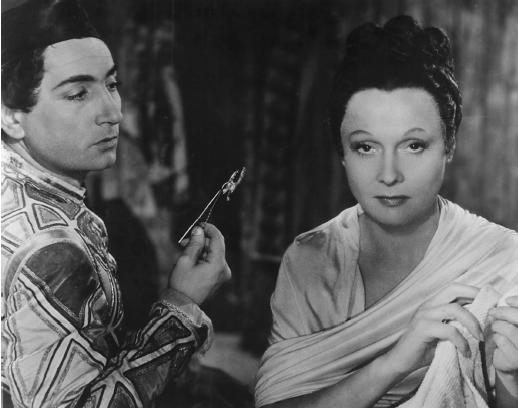 Pierre Brasseur with Arletty in Les Enfants du Paradis