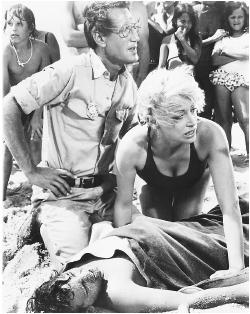 Roy Scheider (kneeling) and Lorraine Gary in Jaws