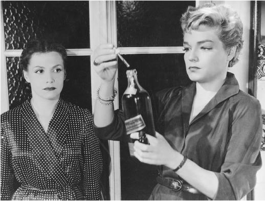 Simone Signoret (right) with Vera Clouzot in Les Diaboliques