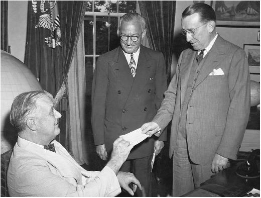 Nicholas Schenck (right) with Franklin Delano Roosevelt and Basil O'Connor